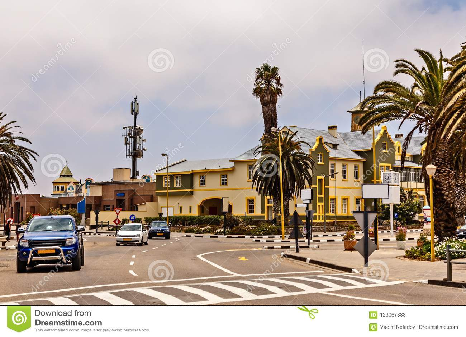 Centrum miasta Swakopmund z drogowego ruchu drogowego i niemiec kolonisty b