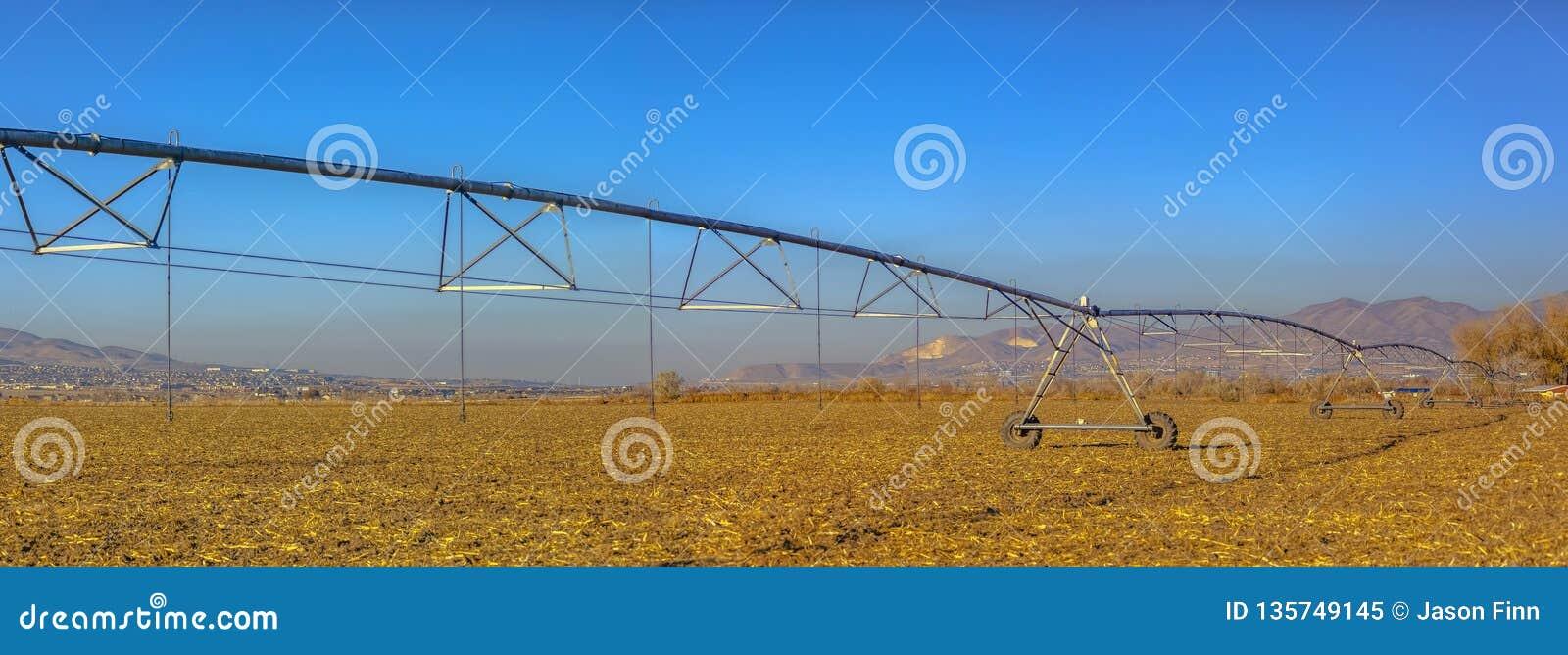 Centrum pivot systemu irygacyjnego panorama w polu