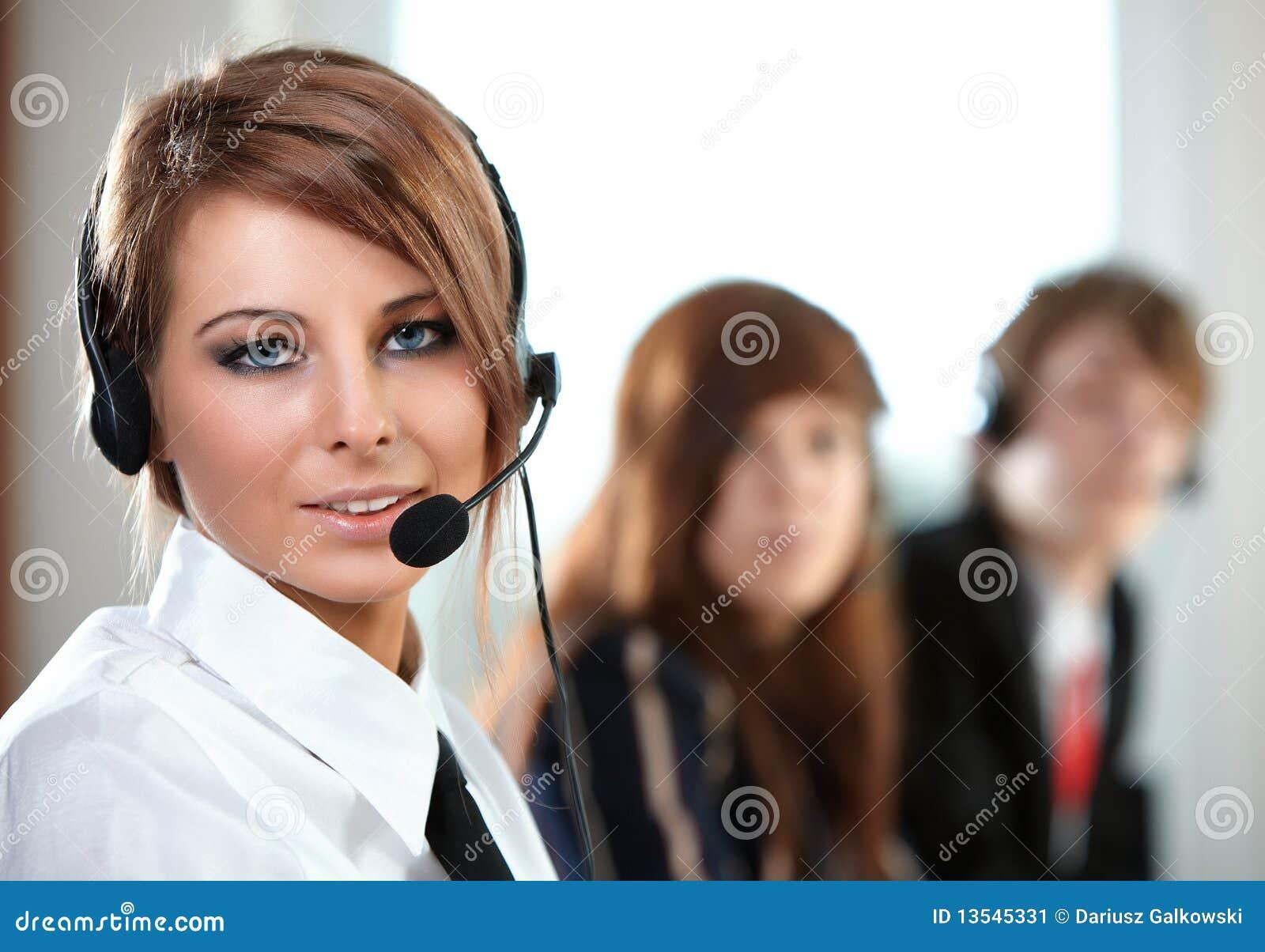 Centrum telefonicznego słuchawki przedstawiciela kobieta