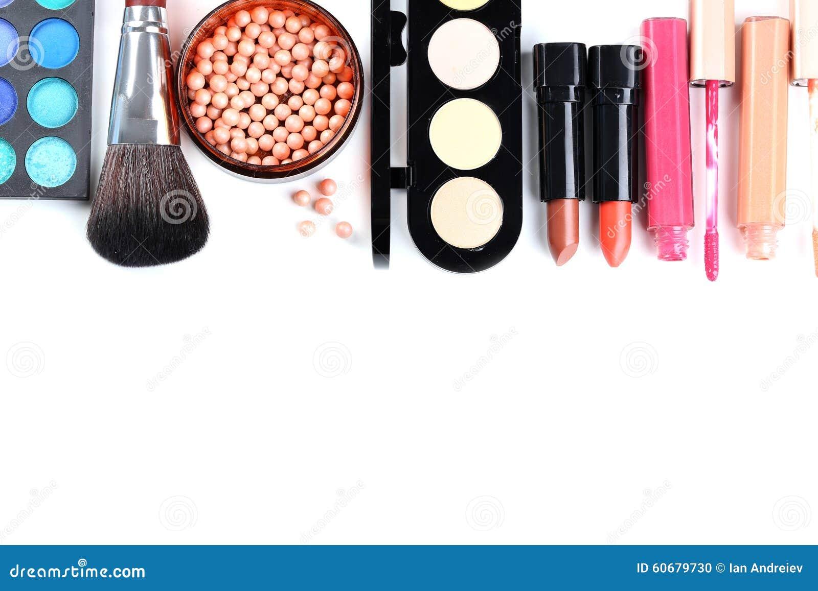 Cepillo y cosméticos del maquillaje