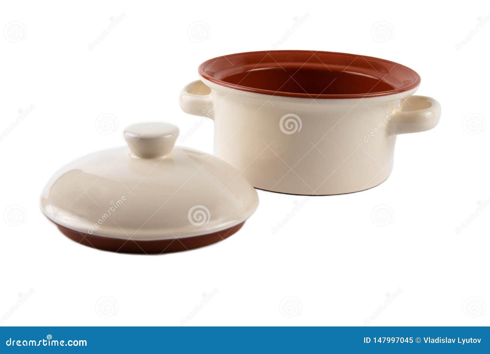 Ceramische steelpan op een wit