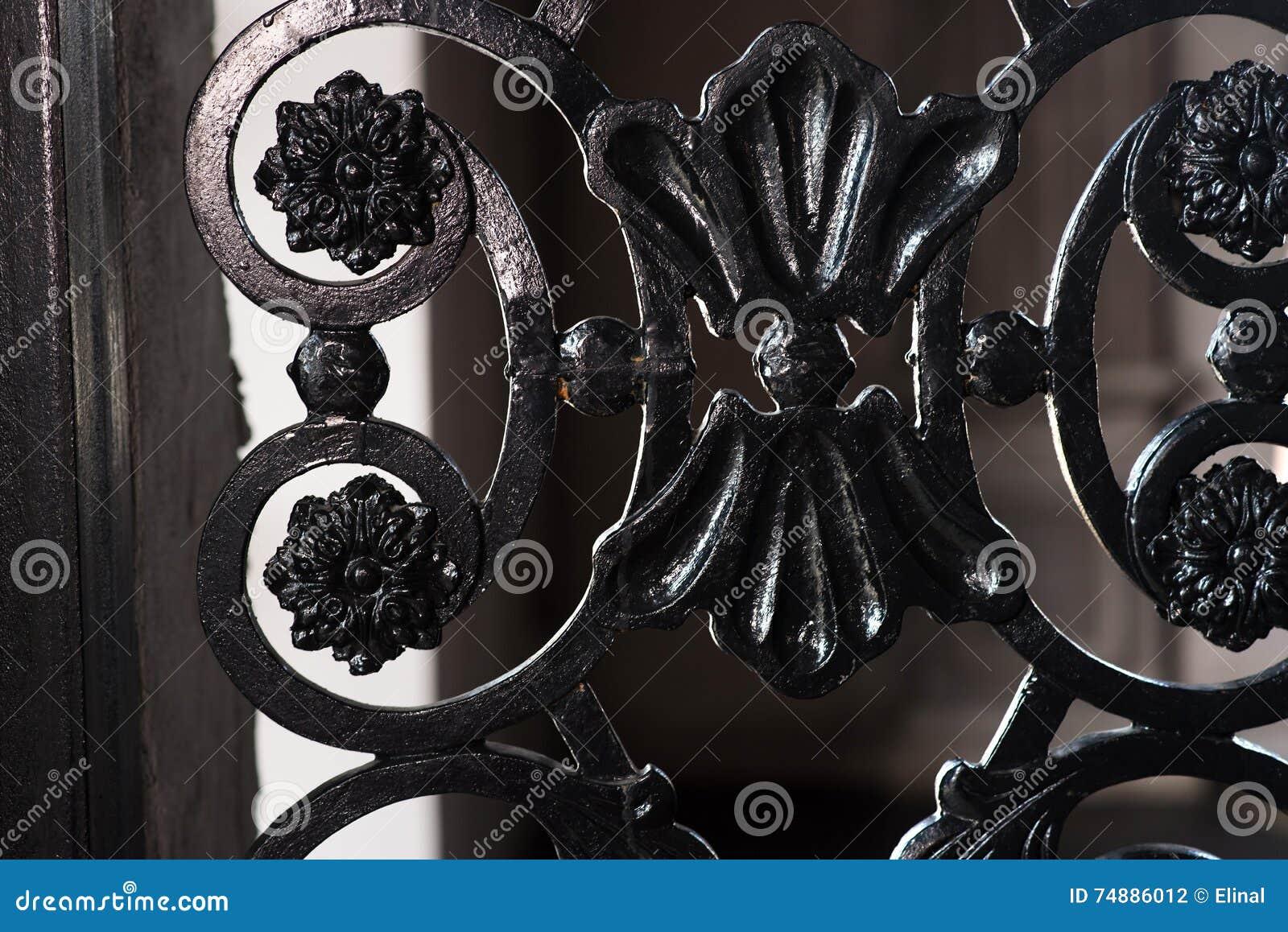 Cerca cinzelada feita do ferro, retro, vintage