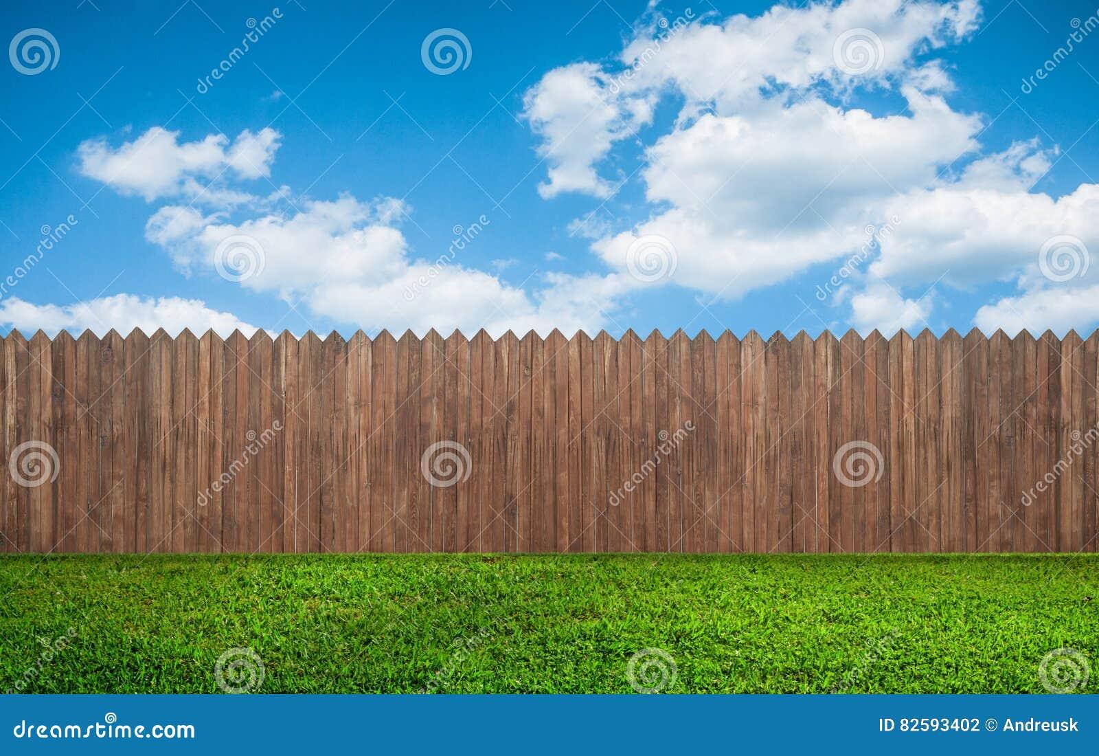 Cerca de madeira do jardim