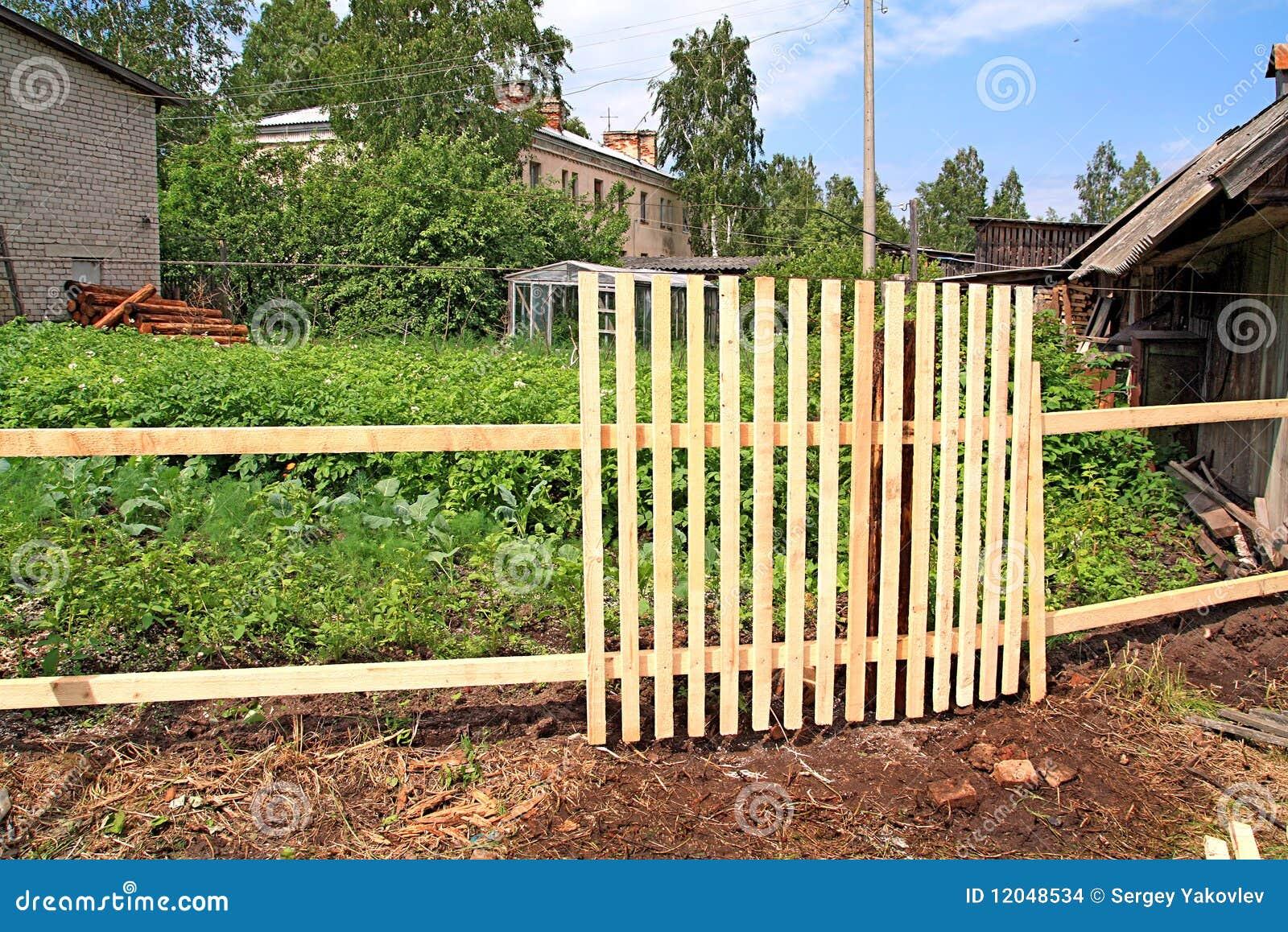 cerca de madeira para jardim em recife : cerca de madeira para jardim em recife:Cerca De Madeira Nova Imagens de Stock – Imagem: 12048534