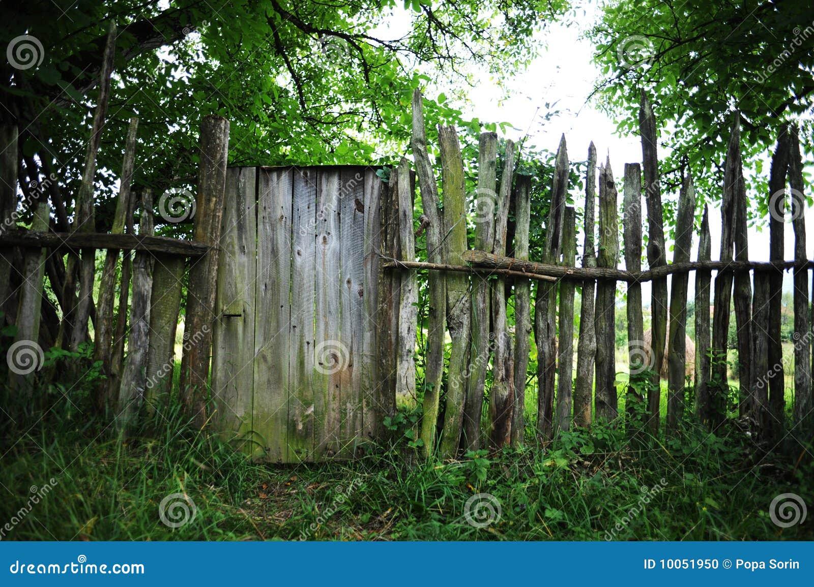 Cerca de madeira velha