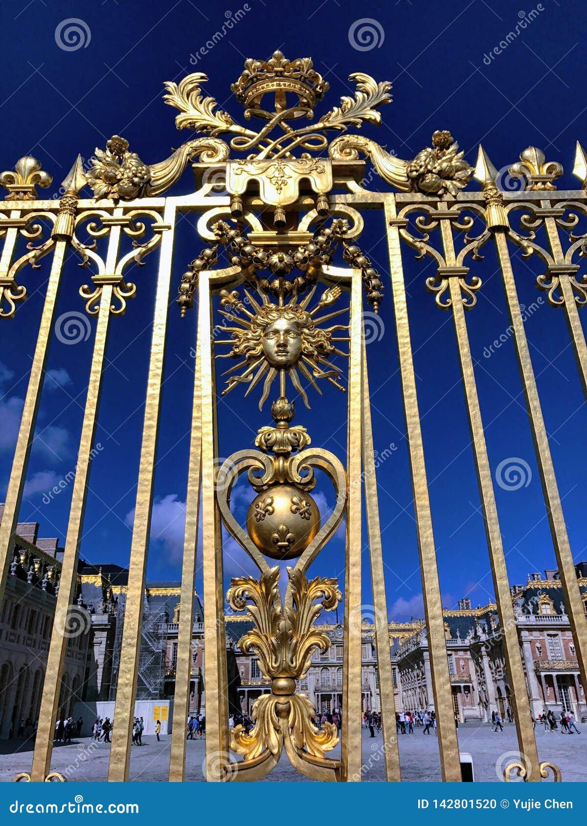 Cerca de oro del palacio de Versalles