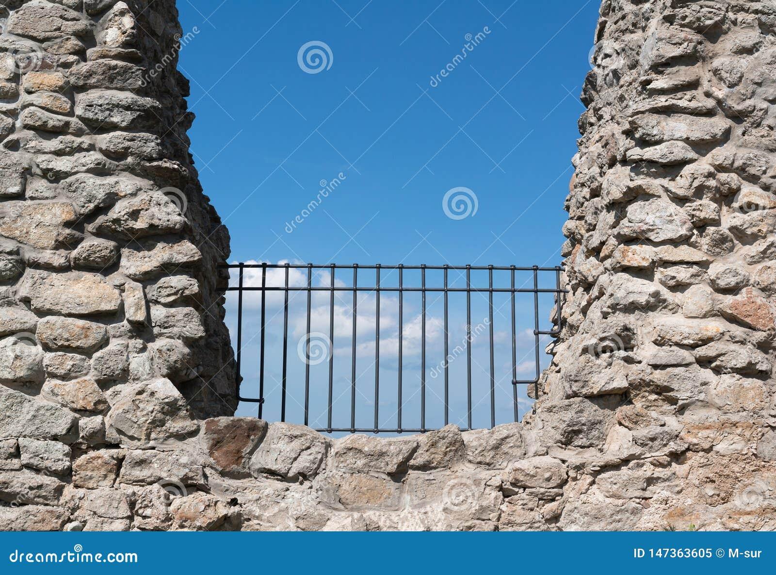 Cerca e barreira na rocha