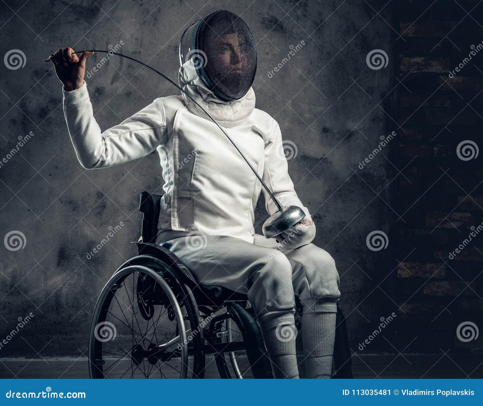 Cercador de sexo femenino en silla de ruedas