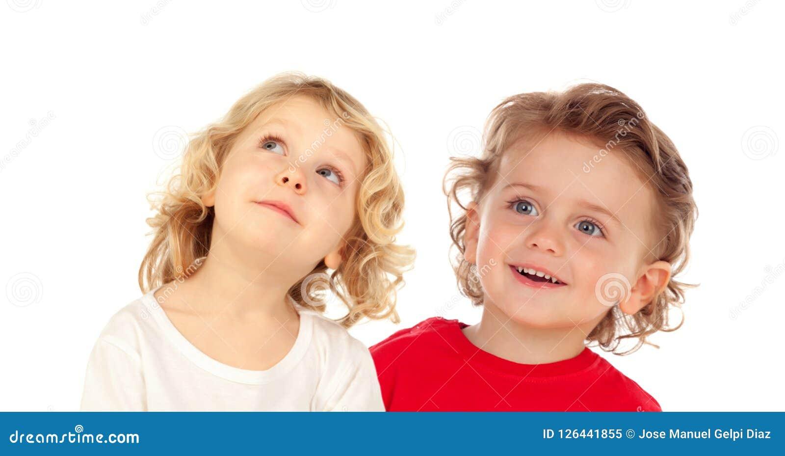 Cercare felice di due bambini