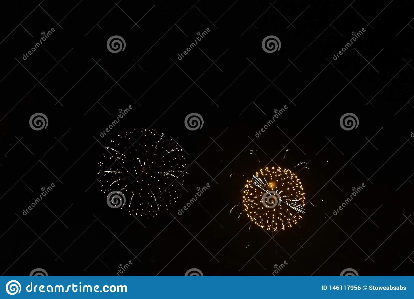 Cerchi perfetti causati dai fuochi d artificio
