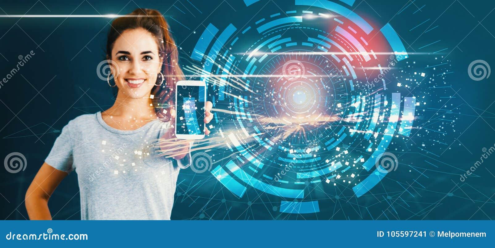 Cercle de technologie de Digital avec la jeune femme donnant un smartphone