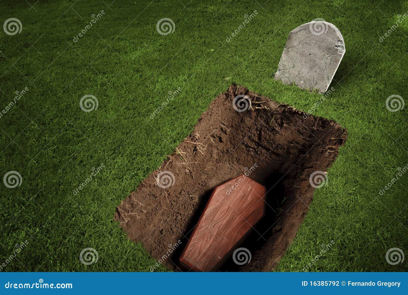 Cercueil ou tombeau au cimetière
