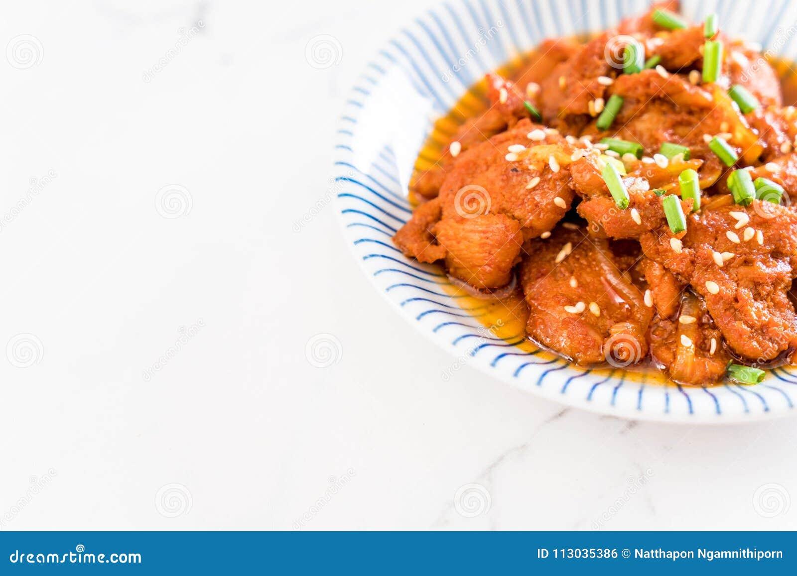Cerdo frito con la salsa coreana picante (bulgogi)