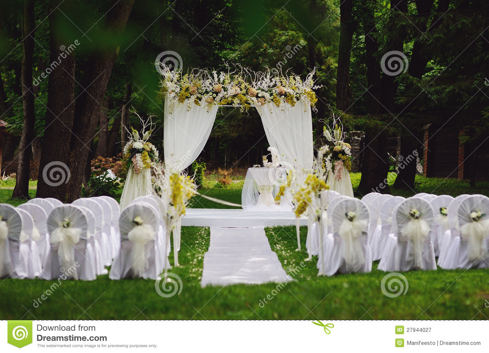 Ceremonia de boda en jard n imagen de archivo imagen for Bodas en jardin