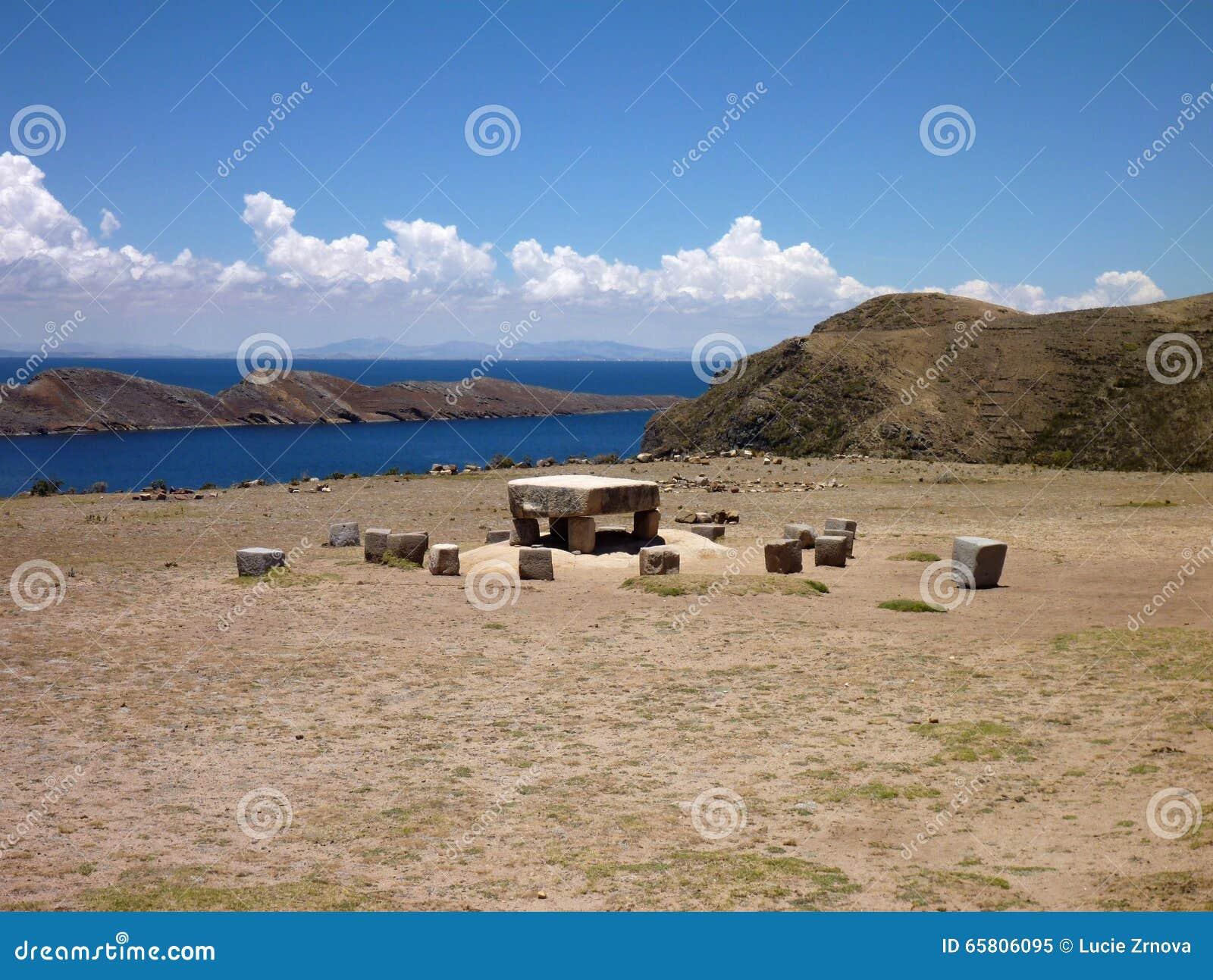 Ceremonial do Mesa em isla del solenoide no titicaca do lago