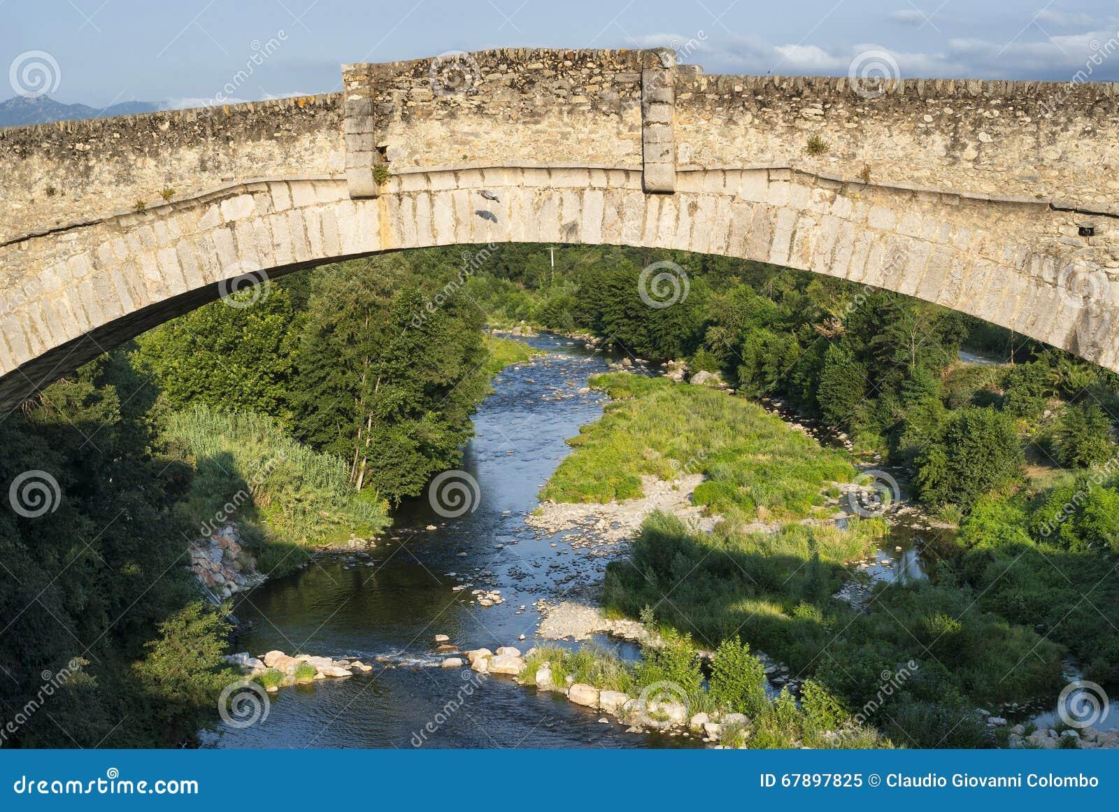 Ceret (比利牛斯,法国) :历史的桥梁