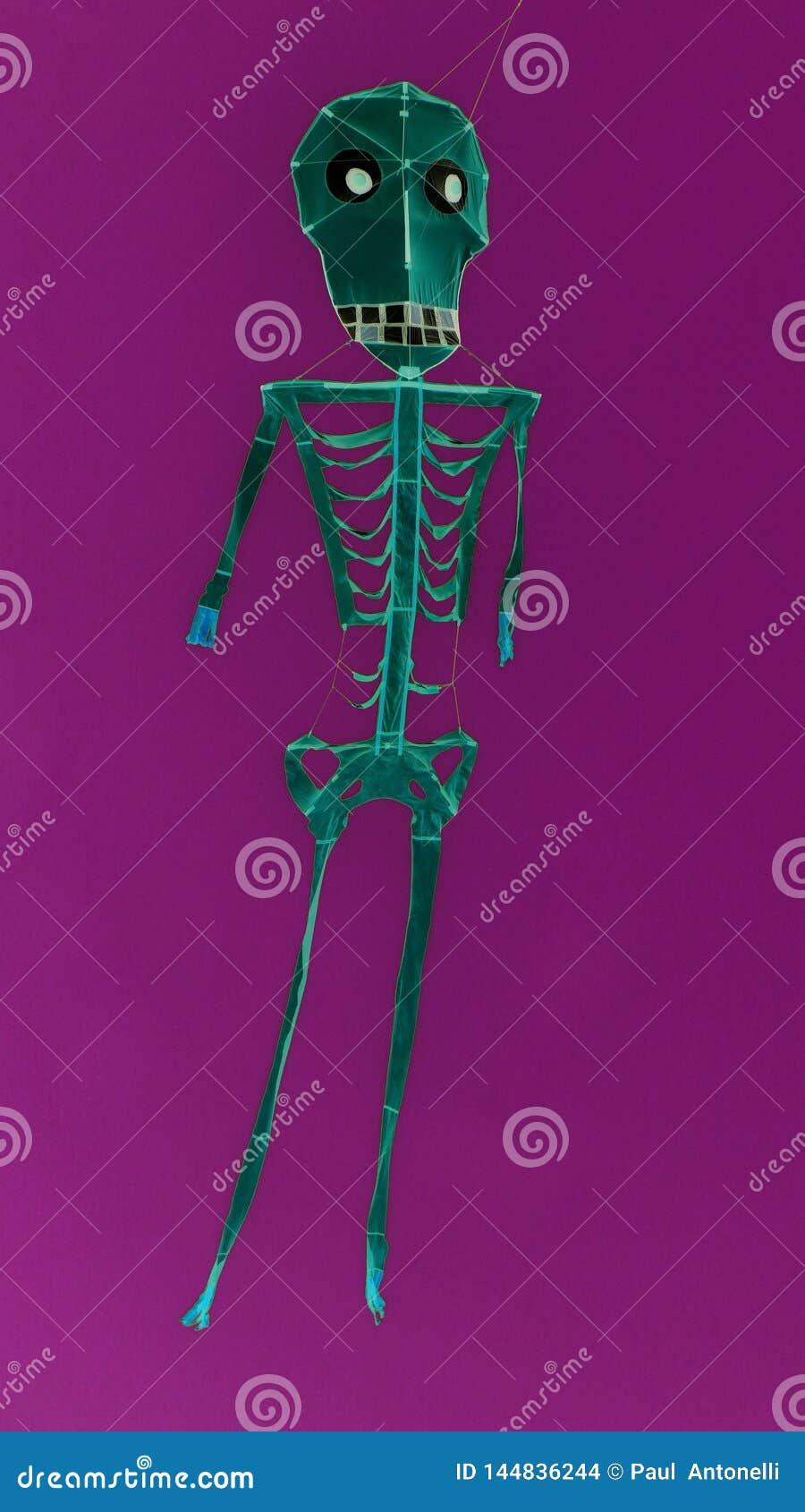Cerf-volant squelettique effrayant artistique