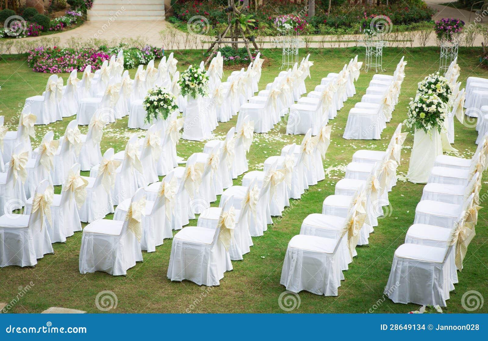 casamento um jardim de sonhos:Cerimônia De Casamento No Jardim Bonito Imagens de Stock – Imagem