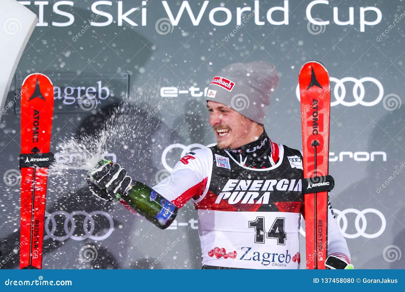 Cerimonia di premiazione dello slalom degli uomini del trofeo 2019 della regina della neve