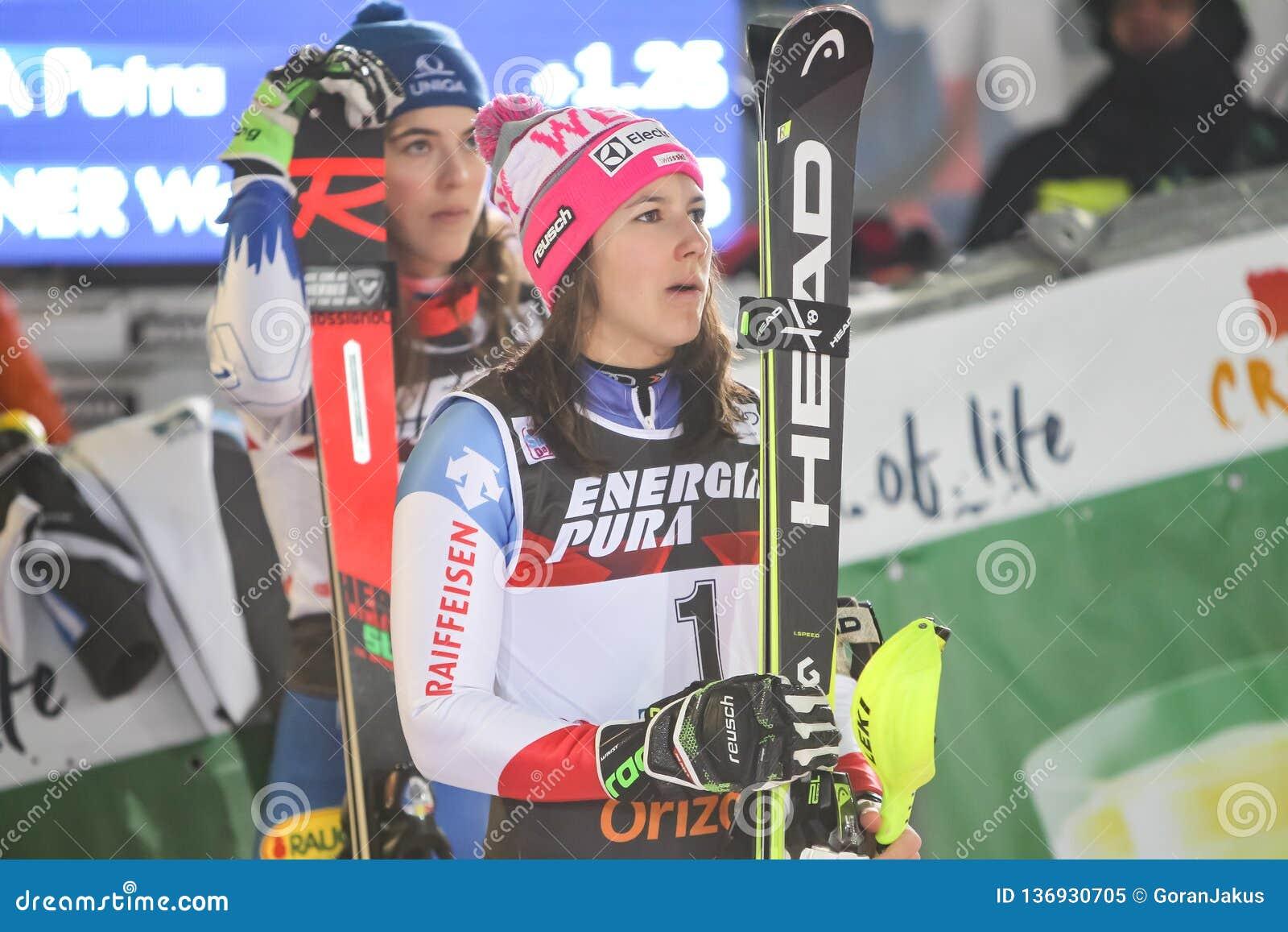 Cerimonia di premiazione di slalom delle signore del trofeo 2019 della regina della neve