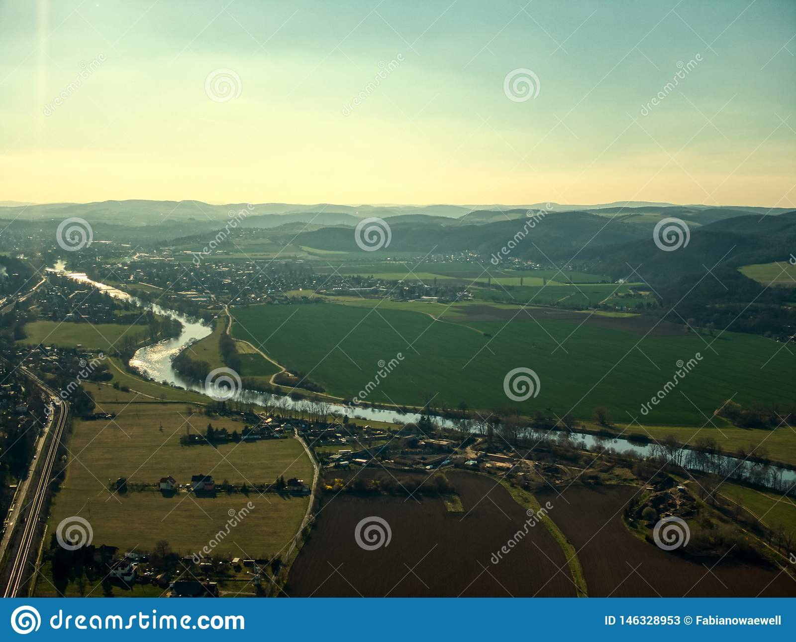 Cernosice寄生虫空中飞行伏尔塔瓦河河农场训练