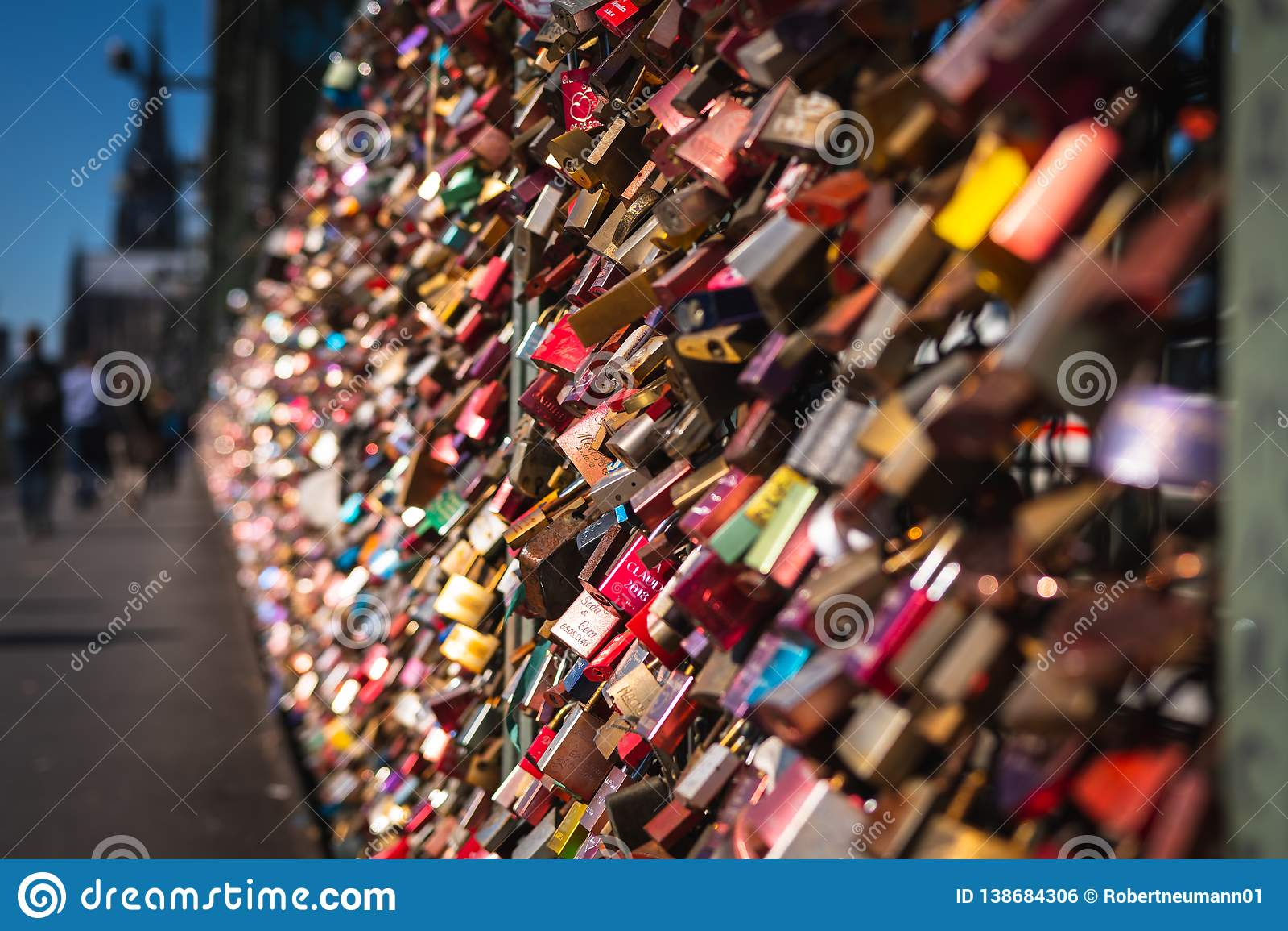 Cerradura del amor en un puente