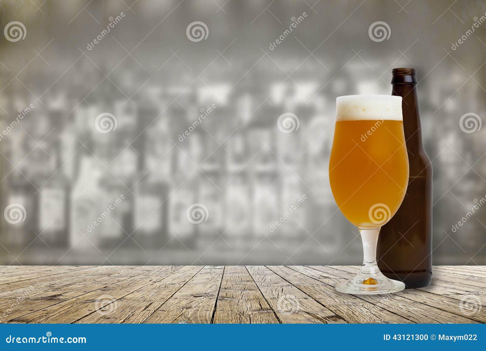 Cerveja fria do ofício