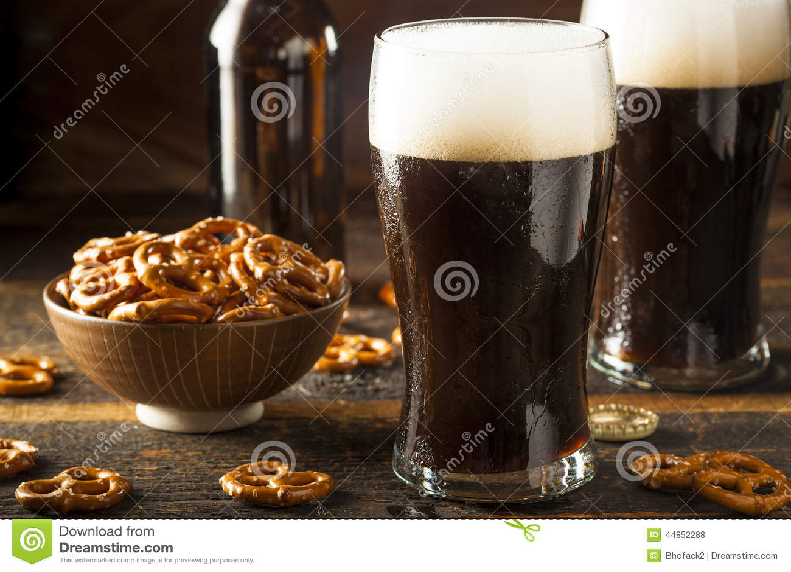 Cerveza valiente oscura de restauración