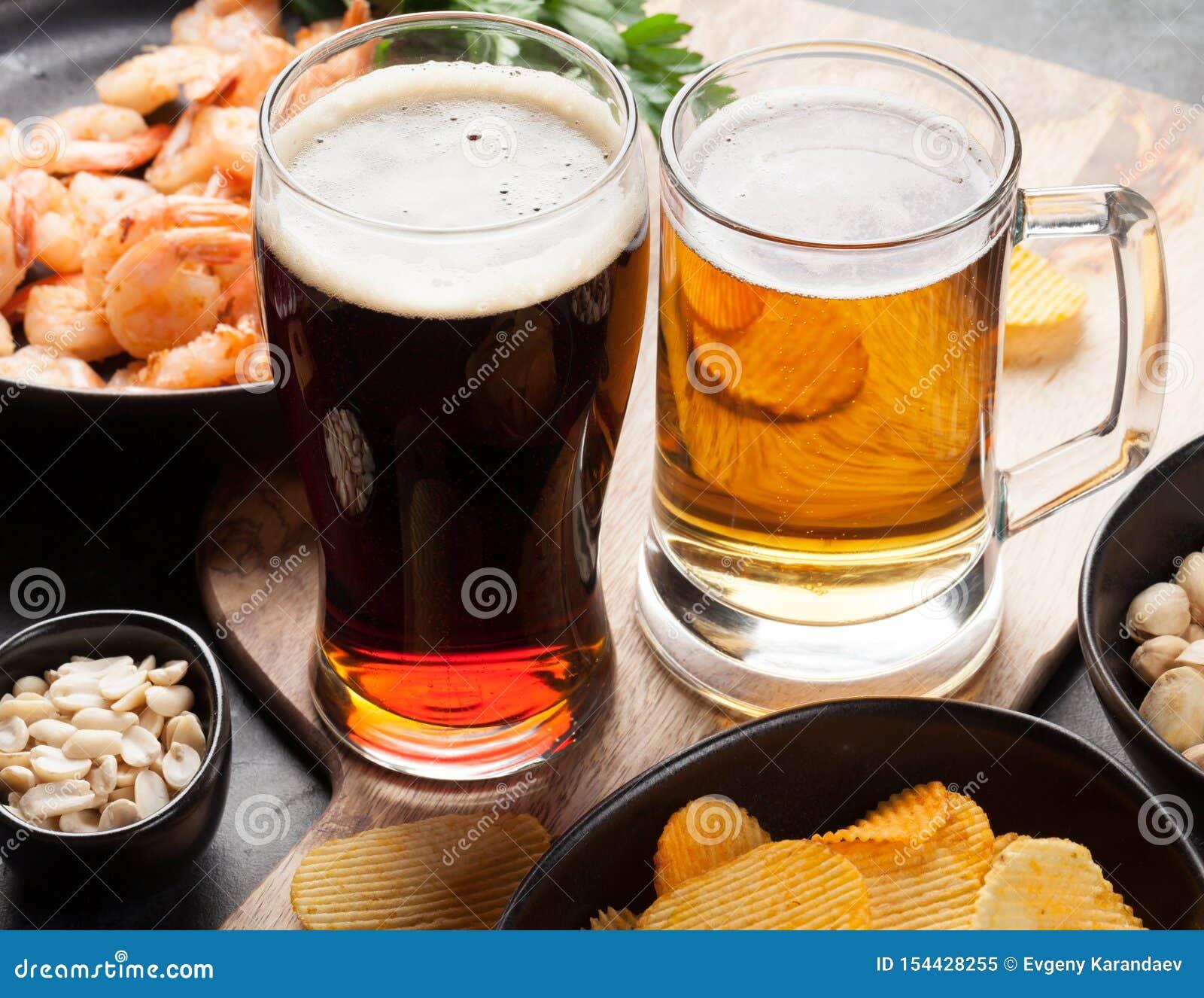 Cerveza y bocados del barril