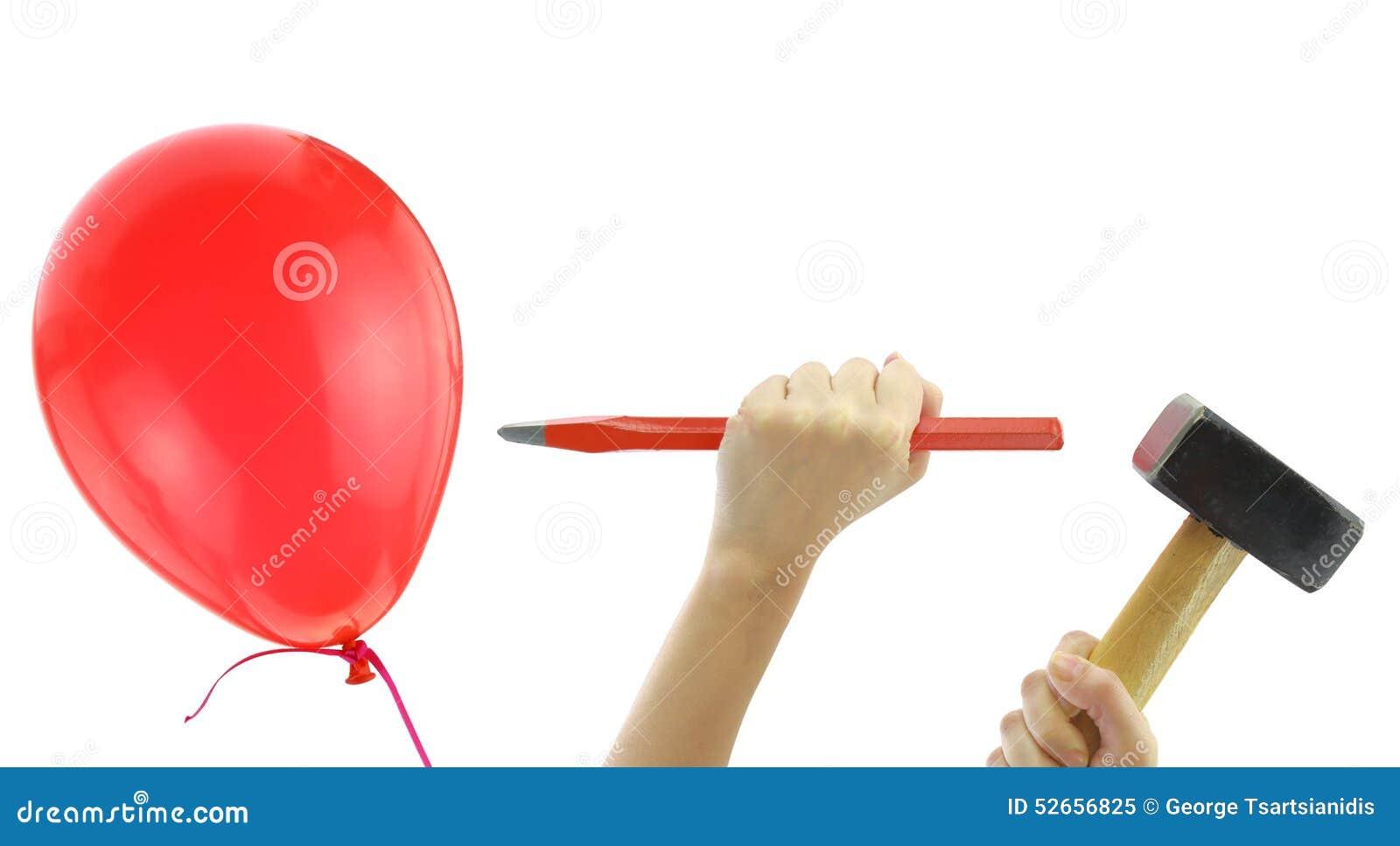 Ceselli e martelli circa per schioccare un pallone