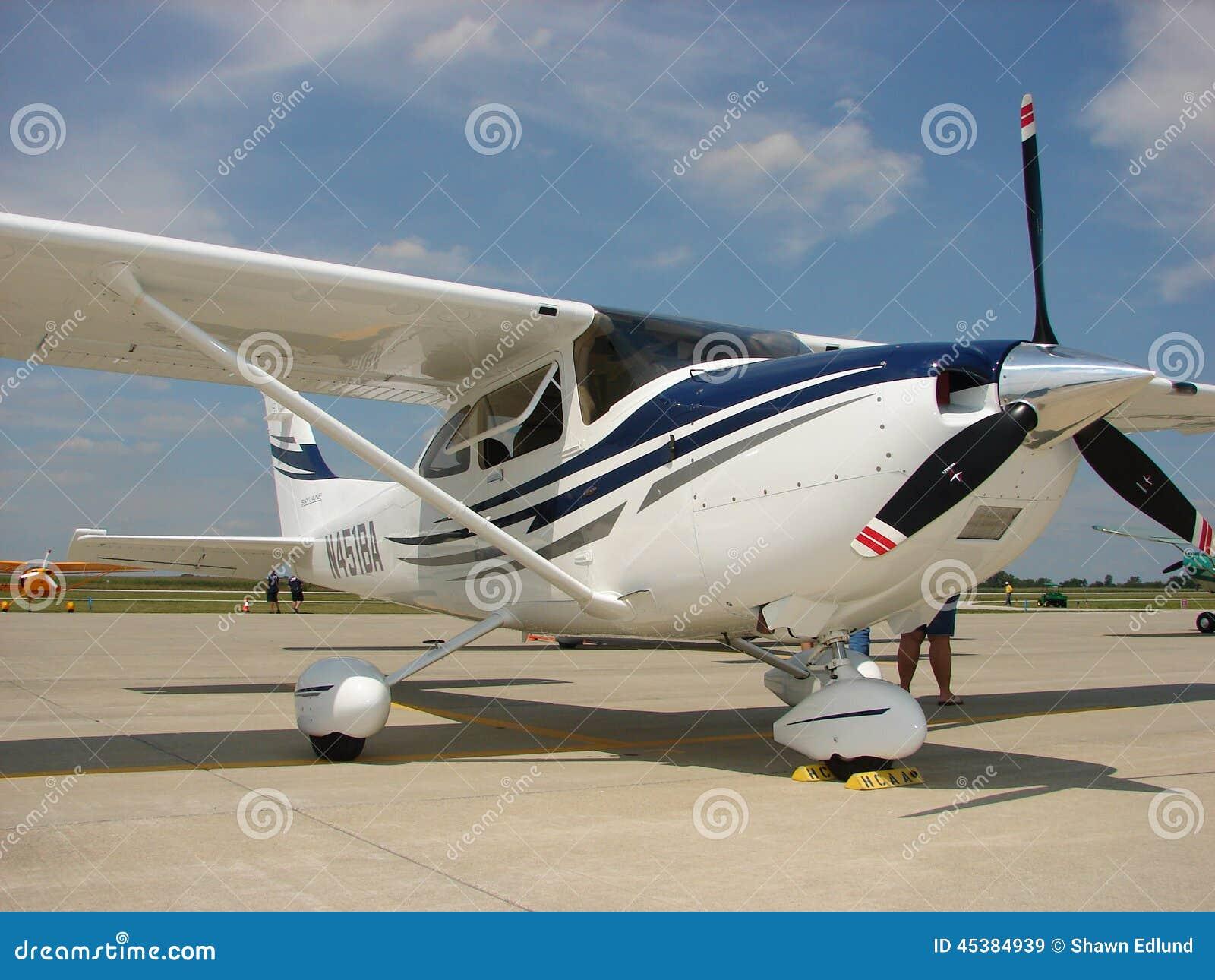 Cessna équipé 2005 par G1000 182T