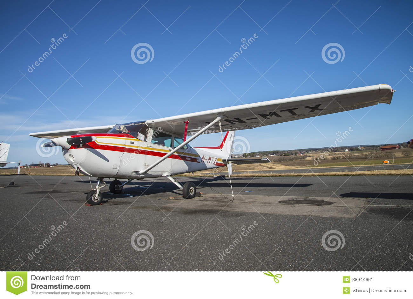 Cessna 172 Skyhawk editorial photo  Image of fuselage - 38944661