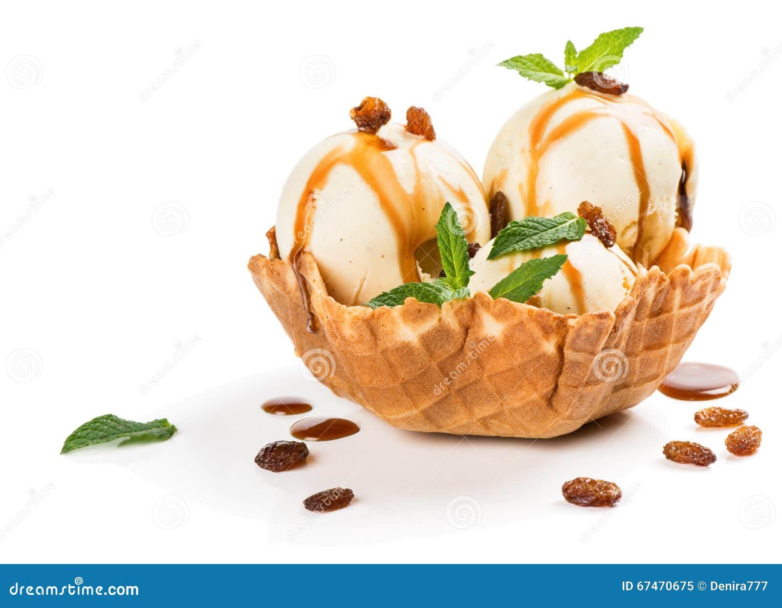 Cesta de la oblea con helado de vainilla