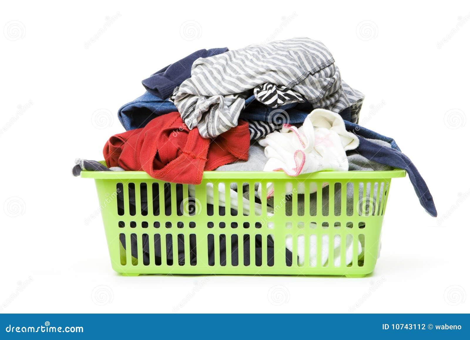 Cesta de lavadero y ropa sucia fotograf a de archivo - Cesta ropa sucia ...