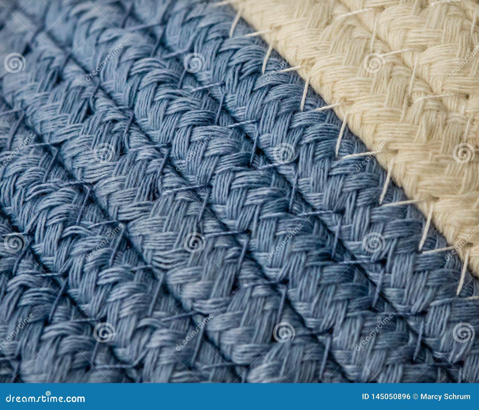 Cesta tejida macra del azul del detalle y blanca