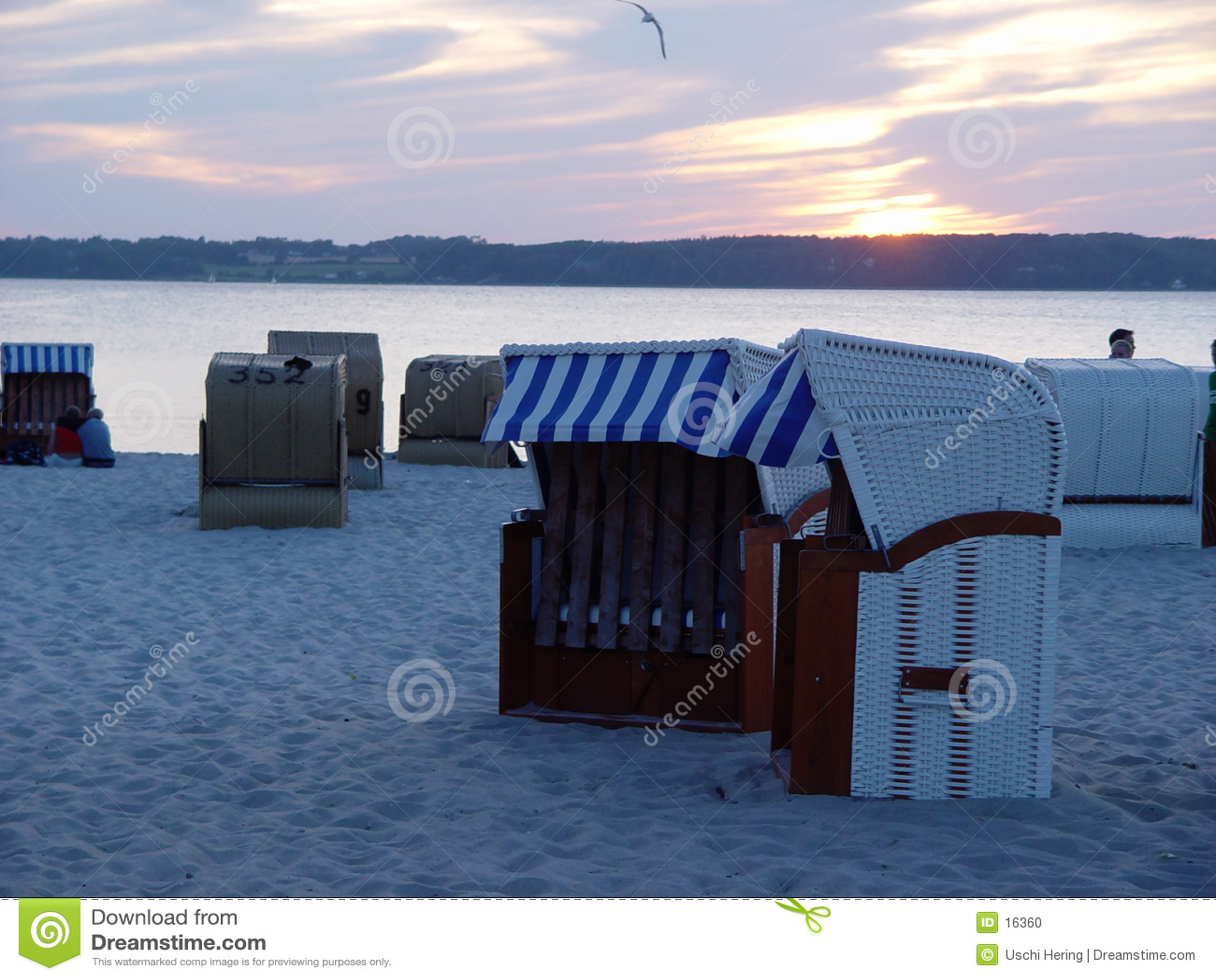 Cestas da praia na noite