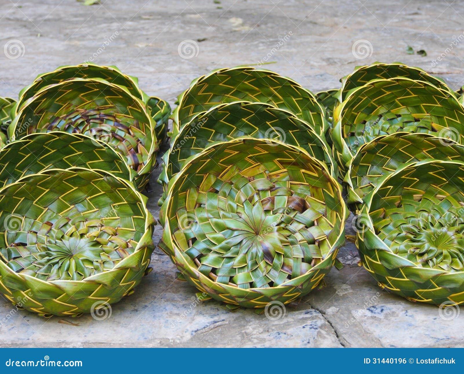 Cestas de hoja de palma handcrafted imagen de archivo - Cestos de palma ...