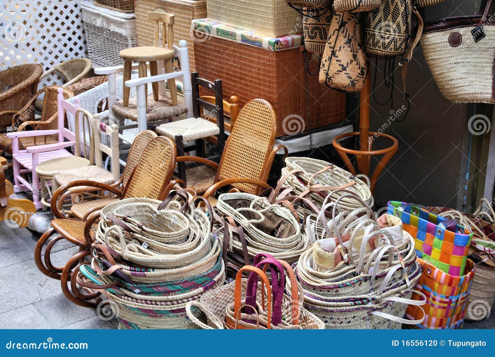 Cestas de mimbre foto de archivo imagen de mano muebles for Muebles de mimbre en valencia