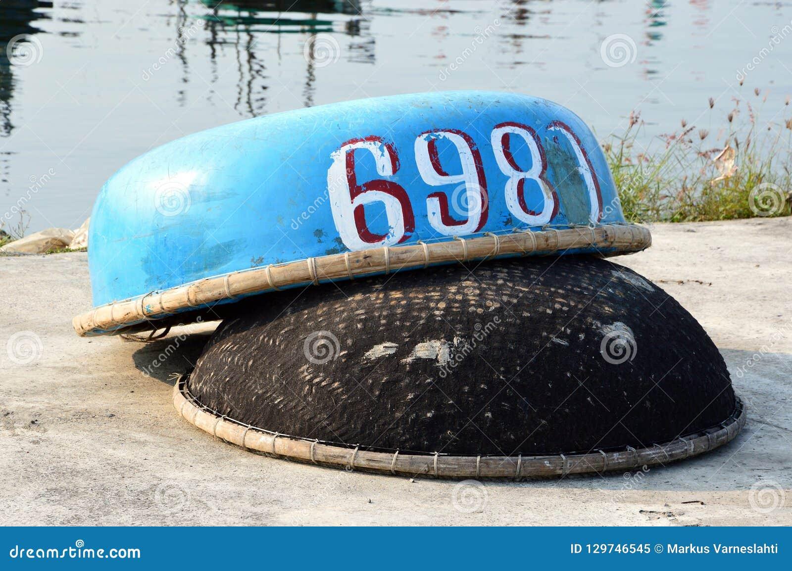 Cestas de pesca vietnamianas com números