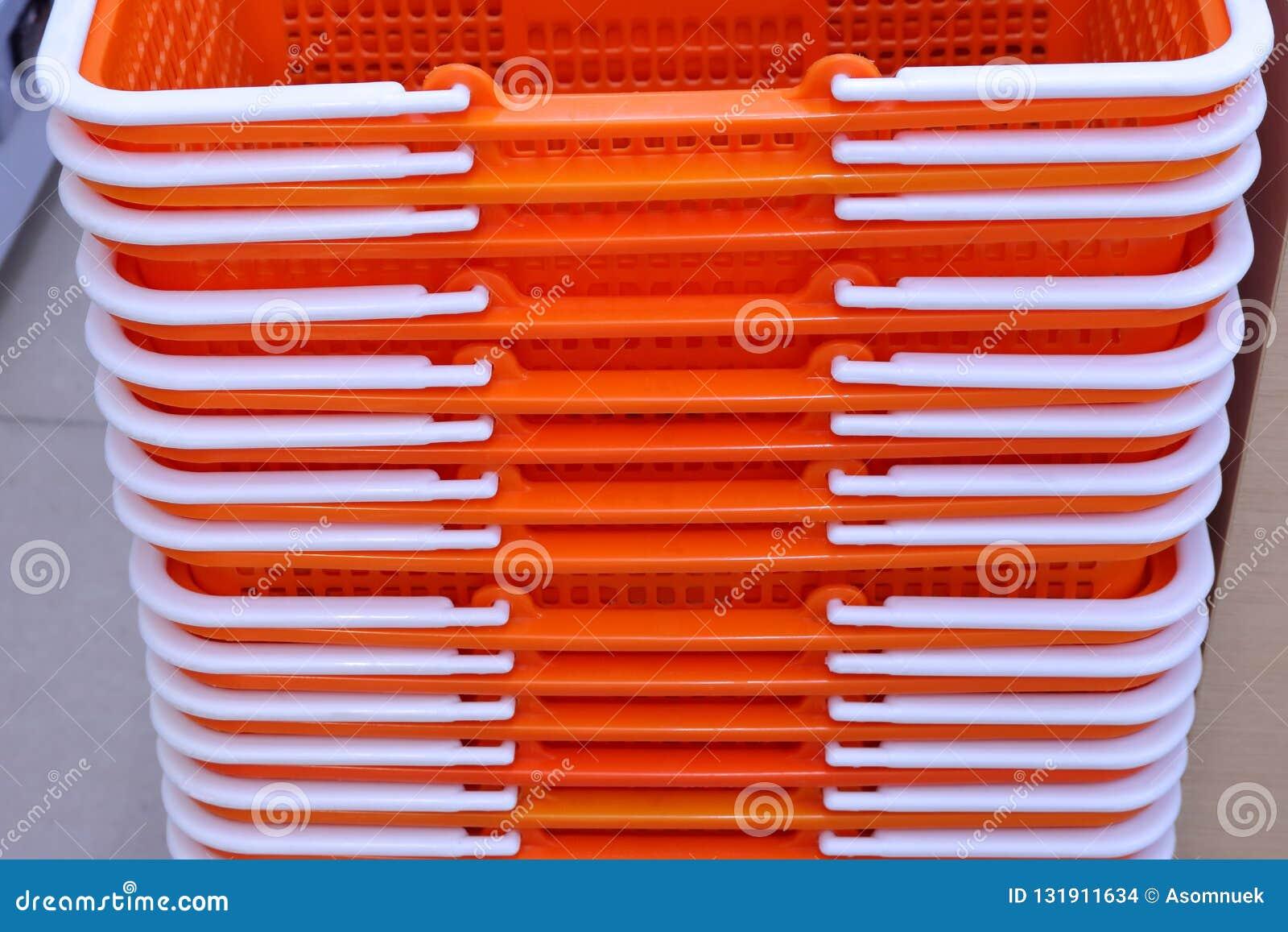 Cestas plásticas que calientan la tierra