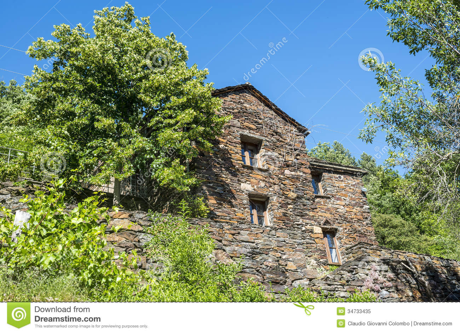 Cevennes vieille maison typique photo libre de droits for Maison typique
