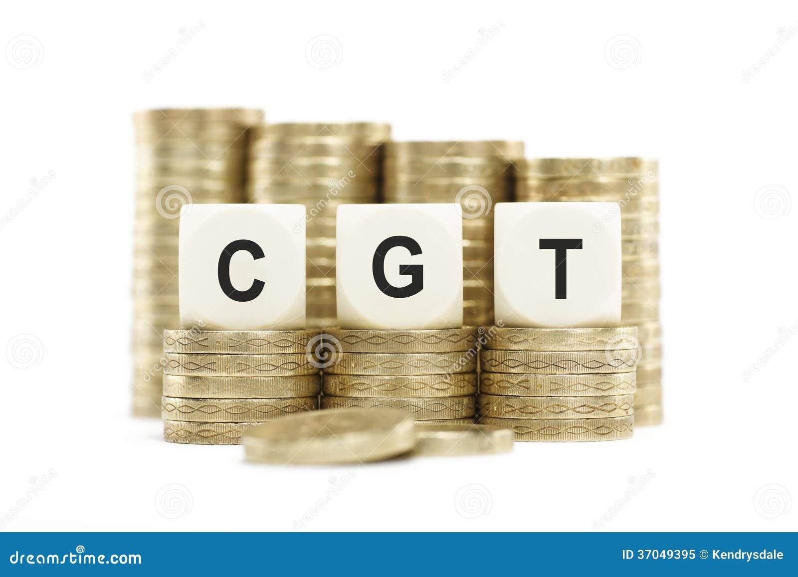 CGT (资本收益税)在被堆积的硬币隔绝了白色Backgrou