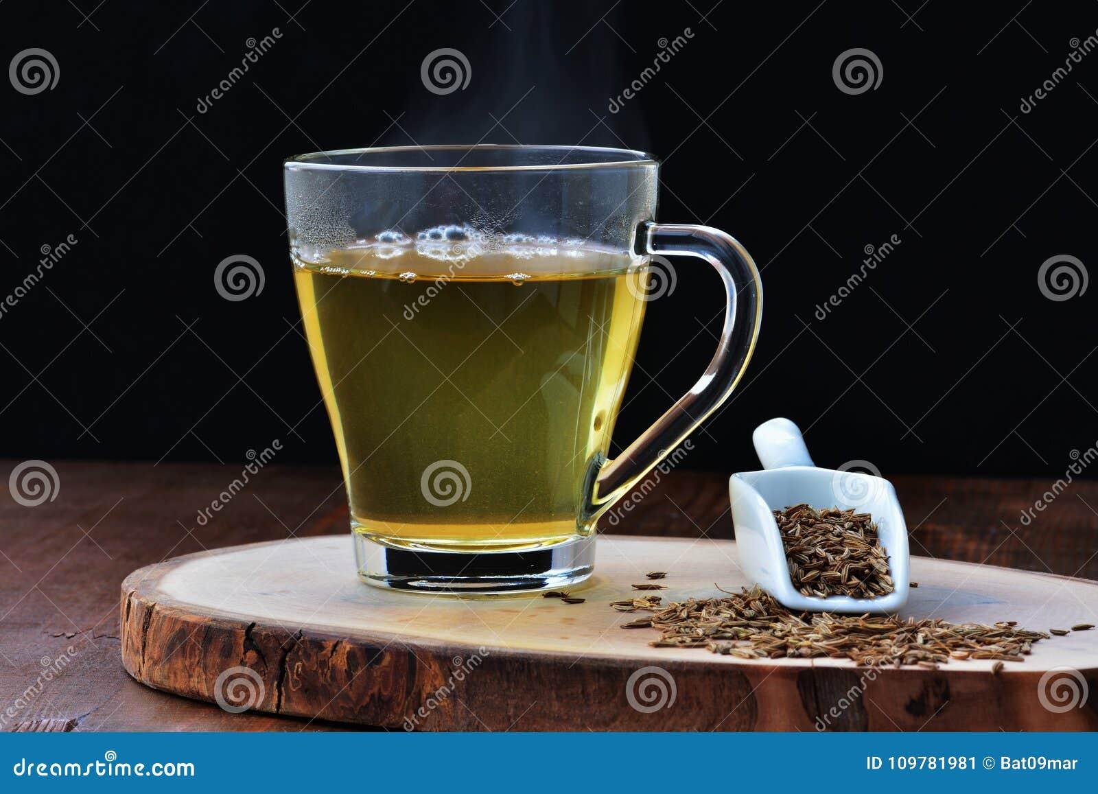 Chá da semente de cominhos, água do jeera para a perda de peso