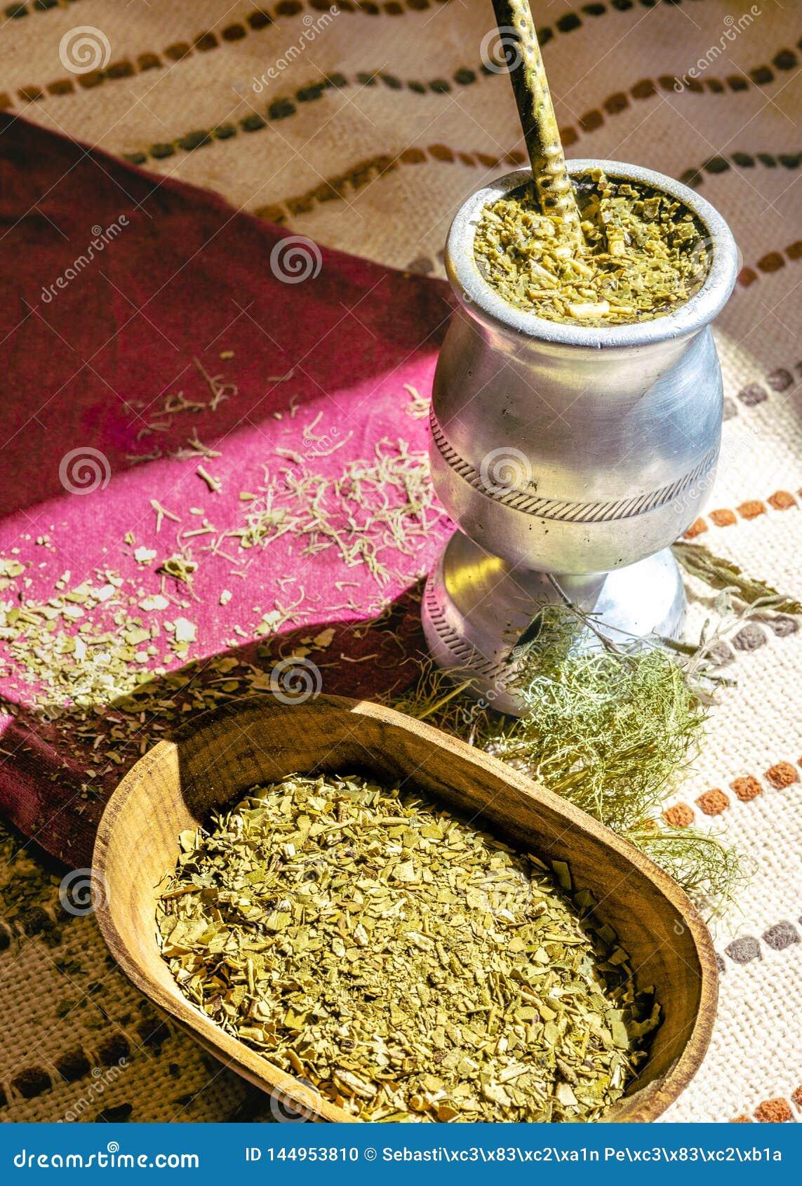 Chá do companheiro com várias ervas,