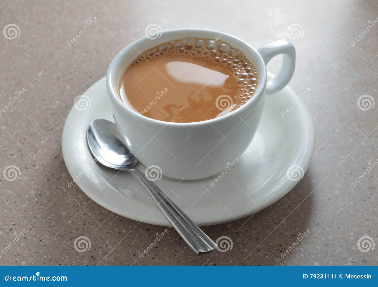 Chá quente do leite