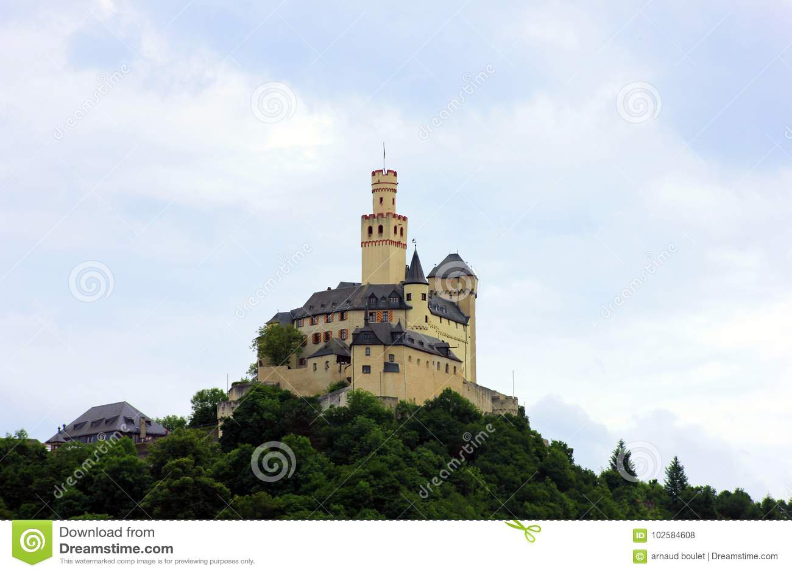 Château à bord du Rhin