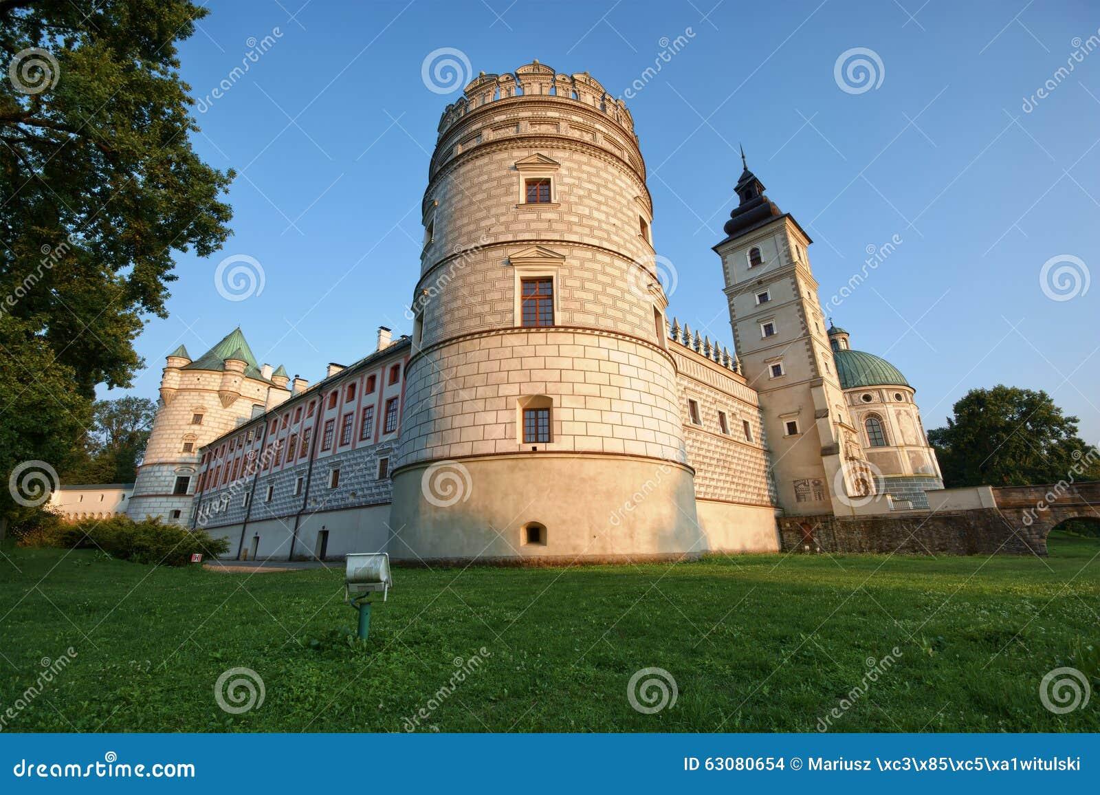 Download Château dans Krasiczyn photo stock. Image du europe, stationnement - 63080654