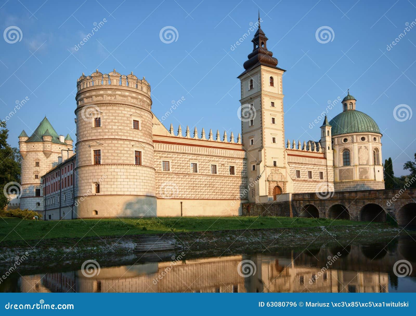 Download Château dans Krasiczyn photo stock. Image du europe, defense - 63080796