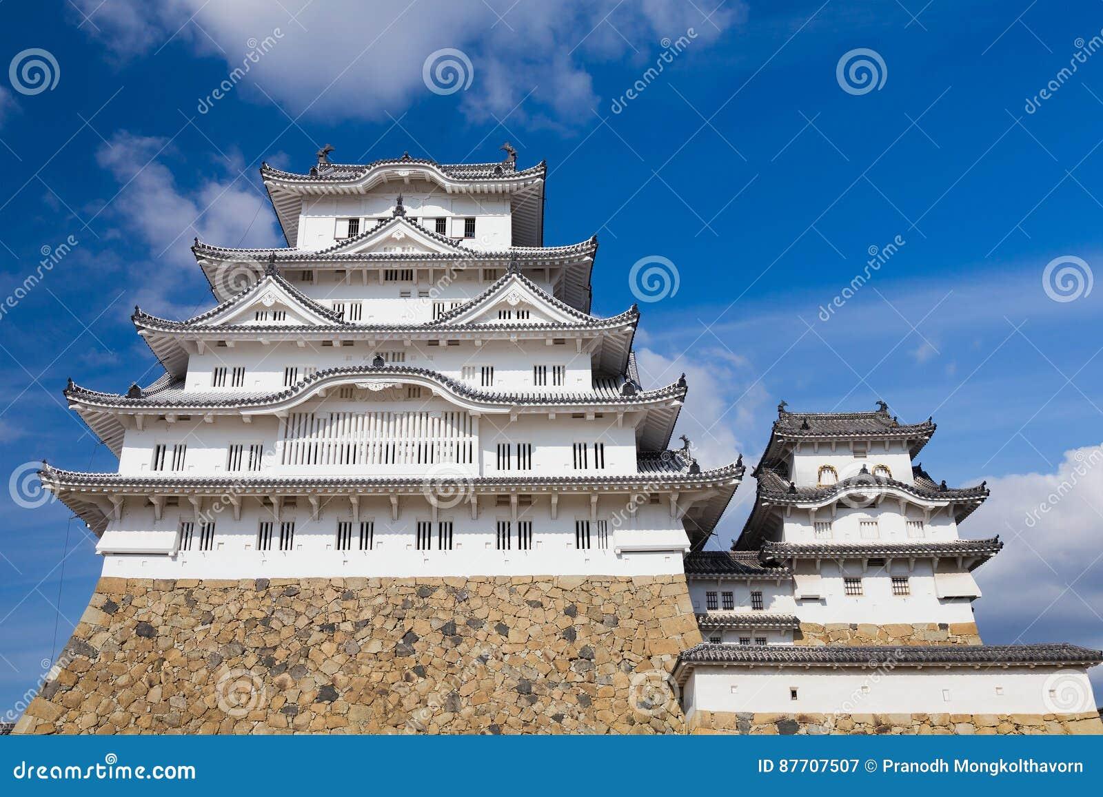 Château de Himeji avec le fond de ciel bleu dans Kansai Japon