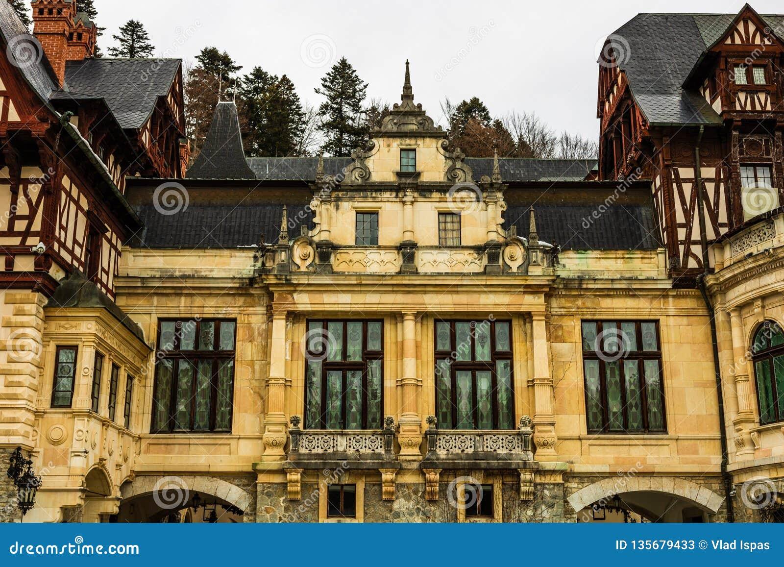 Château de Peles dans un jour nuageux de l hiver, le château royal le plus célèbre de la Roumanie, point de repère roumain